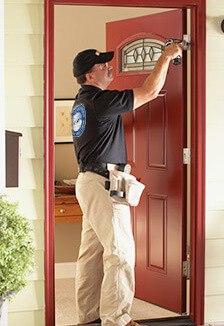 Монтаж на входна врата