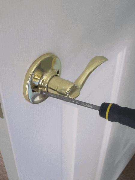 Монтаж дръжки на врати на достъпни цени в Бургас от Порта Нова